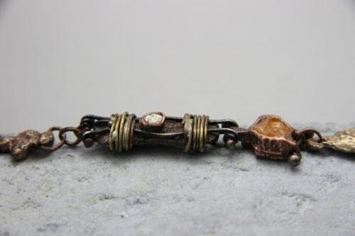 """""""Materico"""" Bracciale artigianale in Bronzo con rame,ferro,ottone,cemento,opale. Fatto a mano"""