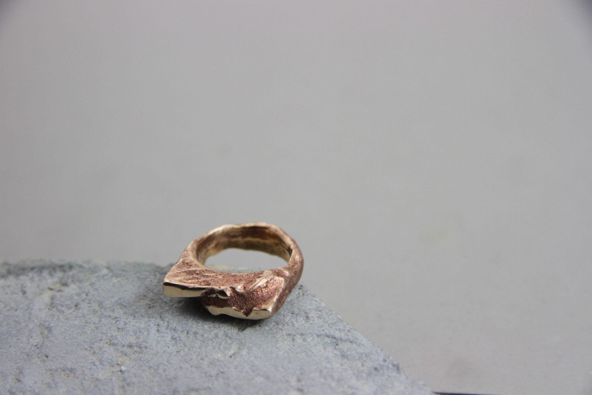 """""""Terra di Marte"""" Anello donna artigianale fatto a mano in Bronzo brunito e scorie"""