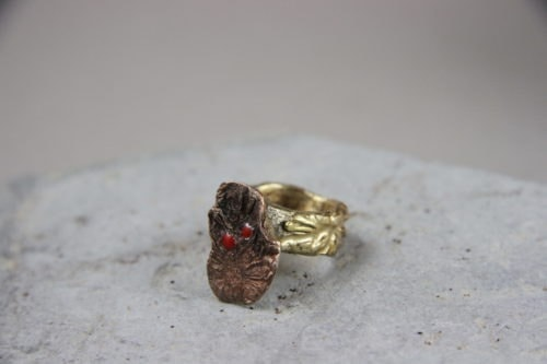 """""""Materia"""" Anello donna artigianale fatto a mano in Bronzo ossidato, Ottone e Alluminio"""