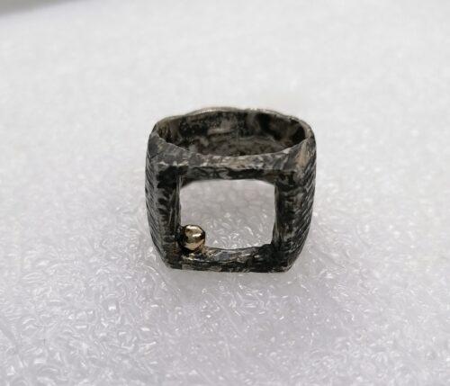 """""""Volcano"""" anello artigianale in Argento 925 anticato e sfera in Bronzo"""